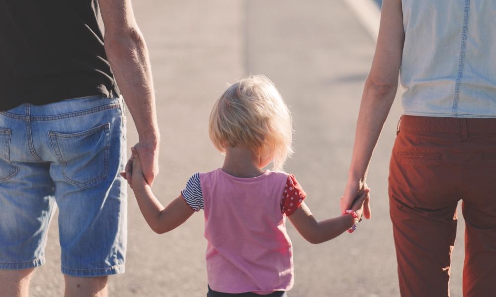 Koronawirus a kontakty rodziców z dzieckiem | Kancelaria SKR